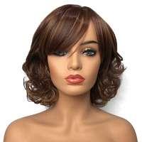 Pruik met krullend kort roodbruin haar met highlights