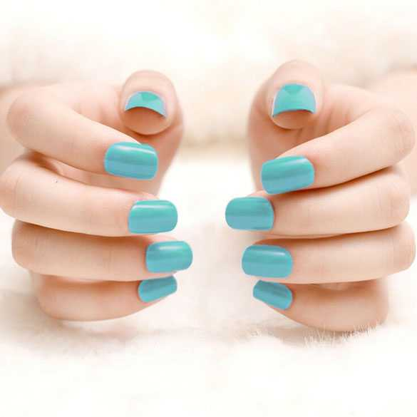 SALE : Kunstnagels / nep nagels lichtblauw incl. lijm