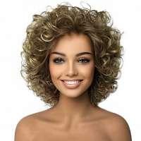 Mooie volle pruik kort krullend haar in bruin-blond mix